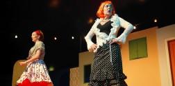 Lucrezia (Celia Endlicher, links) und Colombine (Marion Weidenfeld, rechts) müssen sich männlicher Verbohrtheit stellen ... Foto: Florian L. Arnold